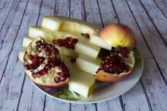 Tranches de melon, d'Apple et de grenade photographie stock