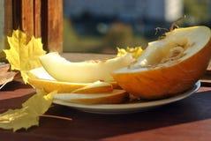 Tranches de melon d'un plat Image stock