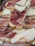 Tranches de pain avec du fromage et le jambon Photos libres de droits