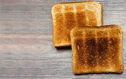 Tranches de pain grillé sur la table en bois Vue supérieure Copiez l'espace photographie stock libre de droits