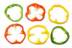 tranches de paprika doux d'isolement sur la vue supérieure de fond blanc image stock