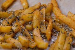 Tranches de pommes de terre cuites dans le four Image stock