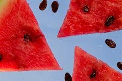Tranches de rouge mûr de pastèque Photo libre de droits