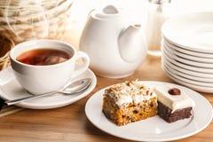 Tranches de thé et de gâteau Photos libres de droits