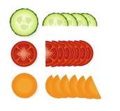 Tranches de tomate, de concombre et de carotte avec les feuilles vertes illustration stock