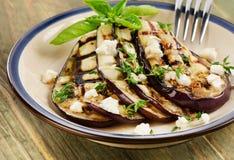 Tranches grillées d'aubergine d'un plat Photo stock
