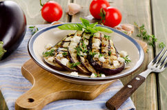 Tranches grillées d'aubergine d'un plat Image libre de droits
