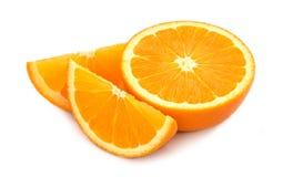 Tranches oranges de fruit d'isolement sur le fond blanc Photos libres de droits