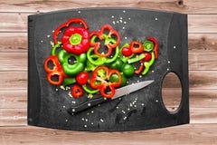 Tranches rouges et vertes de paprikas Image stock