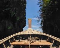 Tranditional longo do barco com corda e âncora de Krabi, Tailândia Imagens de Stock Royalty Free