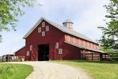 Traînée à la grande, rouge grange Photos libres de droits