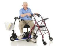 Tranferring une aide de mobilité à l'autre Photos stock