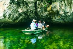 Trang, Ninh Binh, Vietnam - 10 September 2016: Op de boot in Trang - Ninh Binh Stock Foto's