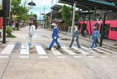 Trang, Thailand - Maart 25, 2017: Standbeeld Beatles die kruisend weg op zebra loopt Royalty-vrije Stock Afbeelding