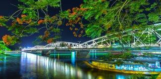 Trang Tien Bridge na noite Imagem de Stock