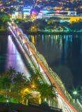 Trang Tien Bridge skimrande ljus vid natt arkivfoto