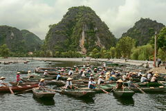 Trangan, Vietnam - 4 agosto 2010: Canottaggio nel Vietnam Fotografia Stock