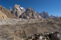 Trango在喀喇昆仑山脉范围, K2艰苦跋涉,巴基斯坦的塔家庭 免版税库存照片