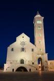 Trani domkyrka på skymning, Apulia - sydliga Italien Arkivbild