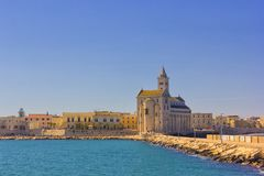 Trani panorama: katedra i nabrzeże Fotografia Stock