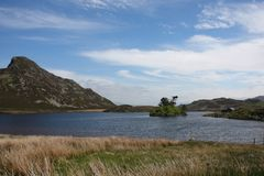 A tranquil lake in the snowdonia national park Stock Image