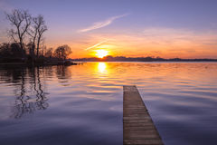 Tranquil purple Sunset over Serene Lake Royalty Free Stock Photos