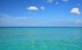 Tranquil scene of blue sea water, horizon and sky Stock Photography
