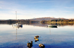Two boats on Windermere with mountain backdrop Royalty Free Stock Photos