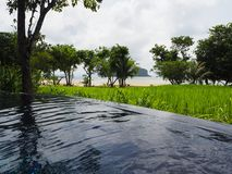 Tranquilidade em torno da associação na ilha tailandesa fotografia de stock