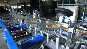 Trans. av exponeringsglas på fabriken arkivfilmer