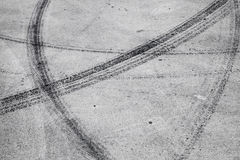 Trans.bakgrund med gummihjulspår Arkivbilder