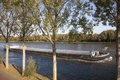 Trans. till och med kanalen i Nederländerna Arkivfoto