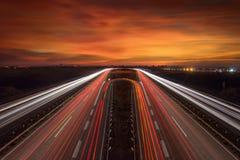 Trans.trafik i rörelsesuddighet på idylliskt landskap Royaltyfri Foto