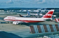 Trans World Airlines (TWA) Boeing B-747 listo para salir para el aeropuerto de JFK, New York City en febrero de 2001 Fotografía de archivo