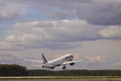 Transaero波音777-300 库存图片