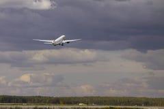 Transaero波音777-300 免版税库存图片