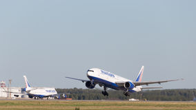 Transaero飞机起飞 免版税图库摄影
