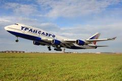 Transaero Ailrlines Boeing 747-446 EI-XLI que descolam no aeroporto internacional de Sheremetyevo Imagens de Stock Royalty Free
