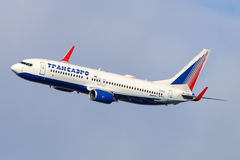 Transaero Boeing 737-800 makes final turn to land at Vnukovo international airport. VNUKOVO, MOSCOW REGION, RUSSIA - JULY 23, 2015: Transaero Boeing 737-800 Royalty Free Stock Photography