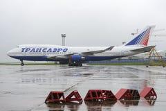 Transaero Boeing 747 no estacionamento Imagem de Stock Royalty Free