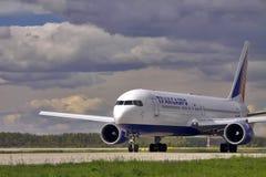 Transaero strålflygplan Boeing 767-300 Fotografering för Bildbyråer