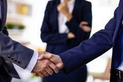 Transakcja biznesowa uścisk dłoni zdjęcie stock