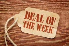 Transakcja tygodnia znak na papierowej metce obraz stock