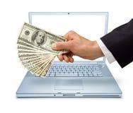 transaktion för datorinternetpengar Arkivbilder