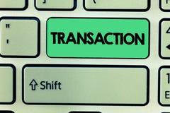 Transaktion för ordhandstiltext Affärsidé till exempel av köpande eller att sälja något överenskommelseutbyte royaltyfria foton
