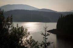 Transalpina, ηλιόλουστη ημέρα, ποταμός βουνών Στοκ εικόνες με δικαίωμα ελεύθερης χρήσης