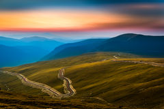 Transalpina ed i Carpathians al tramonto Immagine Stock Libera da Diritti