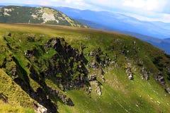 Transalpina väg, Transylvanian fjällängar, Rumänien royaltyfria bilder