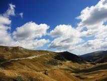 Transalpinabergen van Roemeni? in de herfst royalty-vrije stock foto's