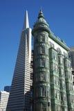 Transamerica金字塔和稍兵大厦,旧金山 免版税库存照片